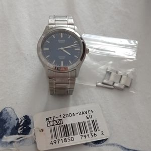 Casio men's watch with extra link brand new